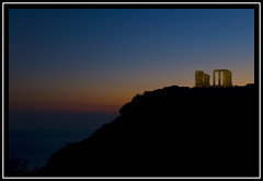 ltima luz sobre Sunio (Ruedaladeras) Tags: sunset temple cabo dusk greece grecia cape puestadesol poseidon templo sounio sunio ruedaladeras