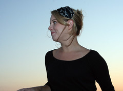 Kristin & Sunset (Sweet_Dee) Tags: model feather hairaccessory featherbrain