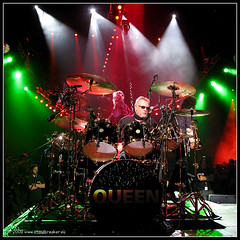Master of drums: Roger Taylor of Queen (t.klick) Tags: original rock deutschland hall tour live stage band queen genius rocknroll musik superstar 2008 legend mannheim hardrock drumkit wewillrockyou gruppe bohemianrhapsody inconcert bhne rogertaylor schlagzeug saparena drumsetup konzerthalle drumsolo queenpaulrodgers schlagzeuger canonpowershotg9 thecosmosrocks