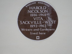 Photo of Harold Nicolson and Vita Sackville-West brown plaque