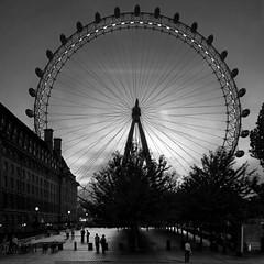 Life behind The Eye (racingsquirrel) Tags: greatbritain england london millenniumwheel europa europe unitedkingdom londoneye grossbritannien jubileegardens langleterre sigma1020mmexdc ishootdigital storbrittania bouroughoflambeth