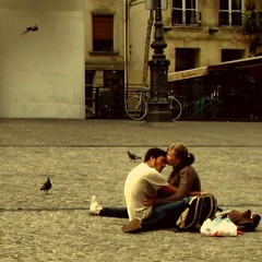 Tenderly (Osvaldo_Zoom) Tags: paris texture love students kiss lovers tender beaubourg fivestarsgallery memoriesbook