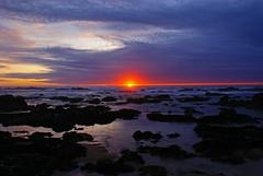 Pr-do-sol (Nuno's Photo Warehouse) Tags: sunset sea praia beach portugal mar sony prdosol 200 alpha a200 gaia 2008 miramar nunofrocha