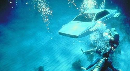Auto van James Bond te koop