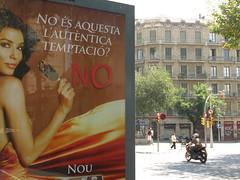 BILLBOARD HIJACKING (nadie en campaña) Tags: barcelona rojo publicidad democracia artículo respuesta derechoshumanos contrapublicidad billboardhijacking