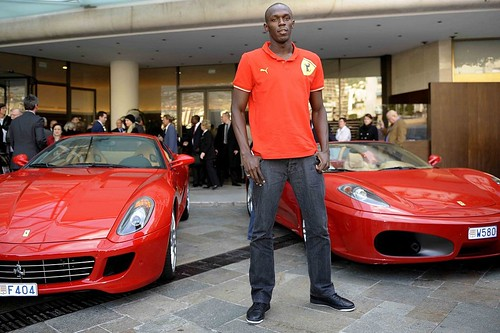 Usain Bolt drives a F430 Spider ..