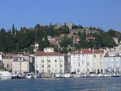 Piran in zgoraj Obzidje / Piran and above the Town wall (eszsara) Tags: sea slovenia piran slovenija tenger adria townwall morje szlovnia vrosfal jadranskomorje obzidje