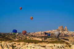Heiluftballone bei Uchisar - Hot air balloons near Uchisar (Klaus1953) Tags: morning blue houses friends shadow sky house mountains nature turkey countryside flying spring ancient shadows village antique urlaub natur flight himmel heisluftballon unesco worldheritagesite trkei stadt architektur hotairballoon blau landschaft morgen schatten soe klaus cappadocia blauer tuff weltkulturerbe felsen huser fahrt antik kapadokya ancientruins blaue stadtansicht kappadokien fernsicht tuffgestein superbmasterpiece diamondclassphotographer theunforgettablepictures klaus1953 klausstueckle klausstckle tuffkegel