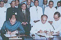 President of Sri Lanka Mr. J.R. Jayawardene and  Prime Minister of India Mr. Rajiv Gandhi signing the  Indo - Sri Lanka Agreement 1987