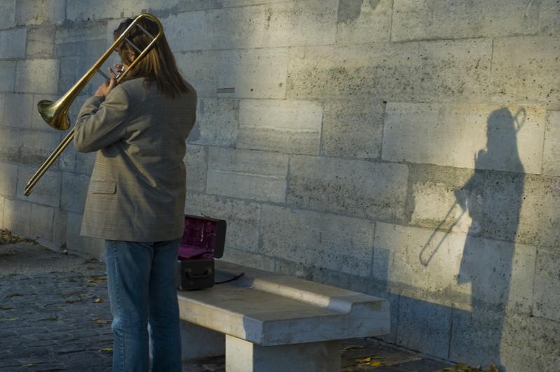 Trompetiste & son ombre