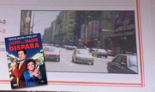 Imagen de la Gran Vía de Madrid mientras se proyectaba Alto o mi madre dispara, en un libro de autoescuela