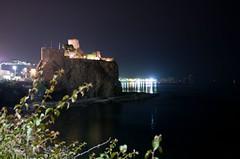 magic castle (leone.) Tags: sea castle nikon mare nightshot catania notturno d300 nital sicila leoneperugino fotoleone
