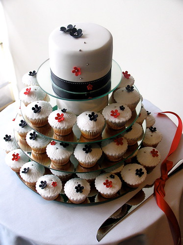 My Cupcakes Designs: Black & white wedding with red accent