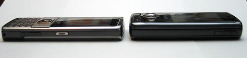兩部手機厚度相若,但 J808 同樣因為使用「趟機」設計,所以會較厚,但整體仍算可接收。