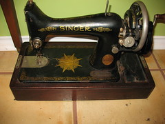 Hand Crank Singer for Sale, perfect working condition (subzeropermafrost) Tags: sanantonio austin for hand sale sewing machine singer crank
