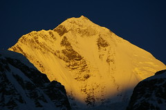 Sunrise on Dhaulagiri (Andreas' Photos) Tags: nepal dhaulagiri larjung dhaulagiriicefall