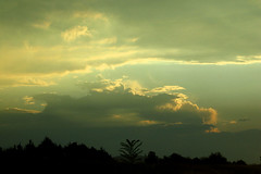 Cloudshow (Minkum) Tags: light sky sunlight clouds outthewindow naturesfinest supershot mywinners abigfave platinumphoto ultimateshot theunforgettablepictures brillianteyejewel theperfectphotographer skyascanvas natureandnothingelse