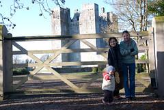 przed bram Barryscourt Castle (p.lorenc) Tags: lilla lorencowie