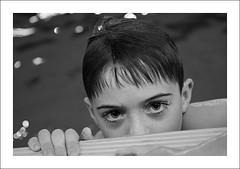 Niito (Philipp Kster) Tags: boy bw water pool canon germany deutschland eos 50mm drops kid high eyes agua wasser child bokeh sigma hannover piscina bn iso kind ojos alemania sw chico gota augen potrait nio f28 junge tropfen schwimmbad hbw
