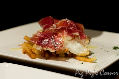 Fried potatoes and eggs accompained by Iberico ham