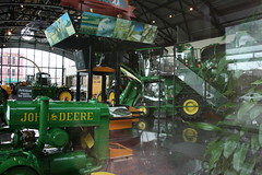 09APR05_149 (emzepe) Tags: usa america john us illinois il showroom pavilion amerika deere agricultural the moline killts gp gpek csarnok mezgazdasgi bemutatterem killtcsarnok gpgyr