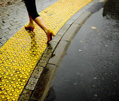 Yellow (kirainet) Tags: rain yellow lluvia shoes tacones japon piernas japn legas