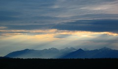 Cariboo Mountains (Dru!) Tags: morning light sunlight canada mountains clouds dawn bc britishcolumbia rays beams sunbeams crepuscular barkerville cariboos cariboomountains bowronlakesprovincialpark