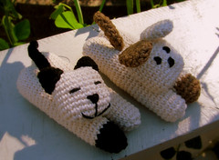 Friends (Creativita) Tags: dog brown white black cute animals norway cat canon toy toys stuffed soft handmade crochet norwegen powershot softies cotton ami single amigurumi cuties norvegia s5 leker bomull hekle virkad crafting365 dicotone filatodicotone fareallunicetto
