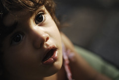 :-O (NuageDeNuit | Chiara Vitellozzi) Tags: portrait raw colours dof child bokeh chiara 105mm nikond200 nikoncapture nuagedenuit