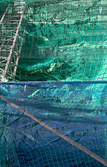 (LichtEinfall) Tags: blue green net composition baustelle blau netz gerüst erpe b090a raperre urbancubism