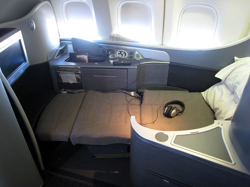 CX888 HKG-YVR Cathay Pacific First Class Cabin by fjiii comUnited Airlines First Class