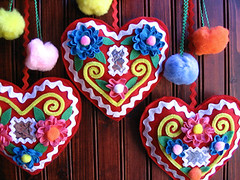 felt & ric rac hungarian honey cakes (madewithlovebyhannah) Tags: decorations cute cake festive hearts colorful felt honey pompoms hungarian ricrac mzeskalcs