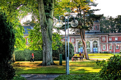 Bad Oeynhausen (Victoria Winter) Tags: park autumn people green fall sunshine germany deutschland nikon herbst nrw hdr sic badoeynhausen kurpark badehaus2