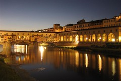 Lights of Florence (werner boehm *) Tags: italien italy florence firenze pontevecchio florenz fiatlux 1258 bellitalia sic10 wernerböhm mirrorser bellailalia