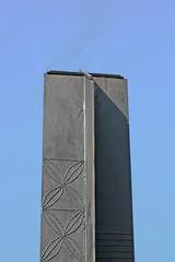 New Zealand Memorial (Leo Reynolds) Tags: sky canon eos iso100 minimal publicart objectsky 30d f67 0ev 0008sec 47mm hpexif groupobjectsky leol30random publicartlondon xskysetx xleol30x xxx2008xxx xratio2x3x