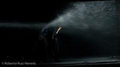 Hombre Vertiente (Berts @idar) Tags: expo zaragoza 70300mm espectáculo actuación expo2008 espaa exposicin canoneos400ddigital espectculo hombrevertiente pabelln actuacin