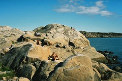 Sunbathing on the rocks, Styrs Uttervik (Elmar Eye) Tags: rocks sweden sverige gt minox skrgrd styrs klippor uttervik