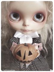 I like this Pumpkins face!! - F (Sabrina Eras) Tags: halloween pumpkin bigeyes doll ghost collection mohair blythe dorian whitehair plasticdoll