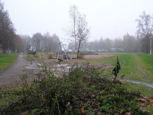 Peukaloisentien ja Untuvaisentien taloyhtiöiden leikkipuisto