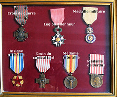 Joseph's medals (Kay Harpa) Tags: paris france peace tribute ww1 hommage photosdefamille guerrede14 josephdourthe exkaedele 11novembre2008 armistice1918 moimoncoloncellquejpréfère mesancêtres lespoilus 90yearsago