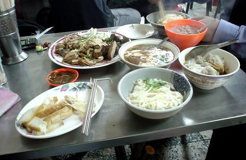 11.滿桌食物