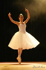 CIA Cristina Rocha - Ballet (Marcelo Seixas) Tags: show light portrait people ballet woman art students beautiful muscles wow person photography gold star photo dance student pessoa ballerina bravo perfect arte dancing gente artistic photos action retrato danza mulher young surreal dancer best class professional boa belly linda tanz vista balance performace lovely tones dana poise aluna jovem performances roraima palco tons perfeito boavista cady passo profissional apresentao maravilha odalisca 2470 espetculo musculos perfeio balerina ballerino bailarino danze