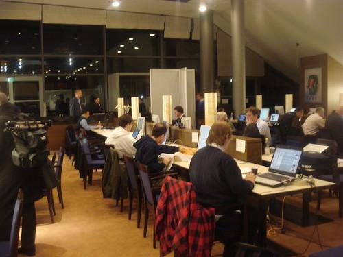 20:45 h, la sala de premsa del CongressZentrum