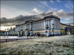 Buckingham Palace, London, England (@richlewis) Tags: england london lumix gimp panasonic buckinghampalace hdr photomatix fx500 dopplr:explore=9j41