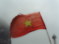 Red flag with yellow star (lunadictos) Tags: travel red rot yellow asia wasser flag boote vietnam gelb fahne halongbay bucht bluelist surv vịnhhạlong