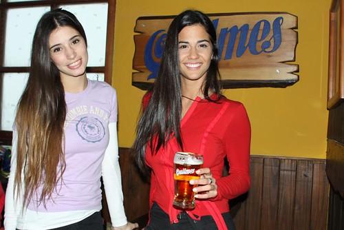 Agustina Cordova y Delfina Gerez Bosco - Inauguración Bar de Chopp en Cerro Catedral by 90+10.