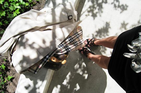 burberry coat+louis vuitton bag+strappy sandals