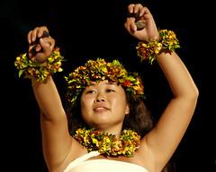 Ai Kahiko (Bill Adams) Tags: hawaii hula bigisland waikoloa wahine hiltonwaikoloavillage kahiko canonef70200mmf28lisusm mokuokeawe ôiliôili