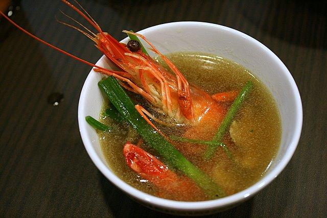 Drunken prawns in herbal soup