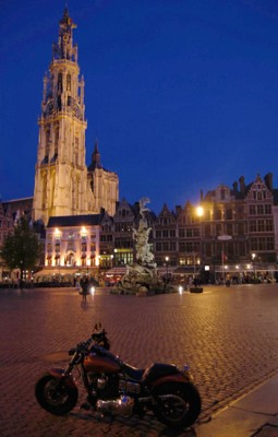 Onze Lieve Vrouwecathedral in the evening